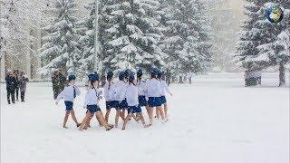 Девочек-кадетов заставили маршировать в летней обуви по снегу