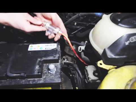 Der Geruch des Benzins unter der Motorhaube neksii
