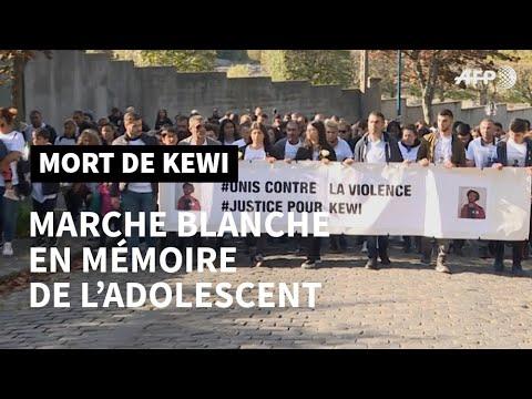 Un millier de personnes marchent pour Kewi, 15 ans, tué pendant un cours d'EPS | AFP News Un millier de personnes marchent pour Kewi, 15 ans, tué pendant un cours d'EPS | AFP News