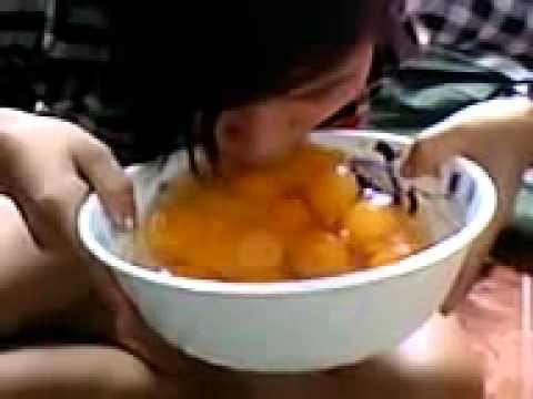 Chuyện lạ Việt Nam: Cô gái ăn 20 quả trứng sống
