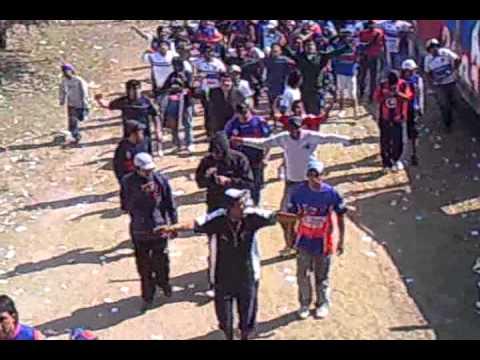 """""""Los pibes ingresando,guemes campeon 2011"""" Barra: Los Pibes • Club: Güemes"""