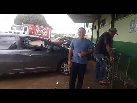 Missionário Duarte de Goiânia em ARAXÁ MG. Cantando e pregando na porta de um supermercado...