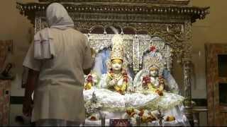 preview picture of video 'Shringar aarti of Shri Kanakbiariji Bhagwan on 06-04-2015'