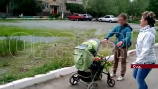 Пьяная и неадекватная мать материлась на коляску со своим ребенком