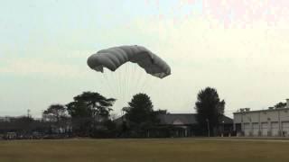 パラシュート降下開始から着地までの動画陸上自衛隊