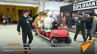 Парад Дедов Морозов в Алматы собрал участников от 0 до 87 лет