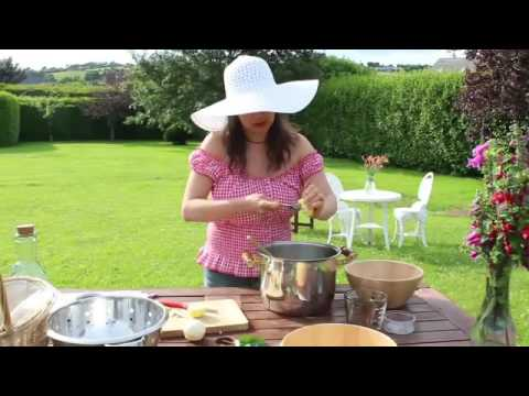 Video Elderflower cordial - traditional recipe -