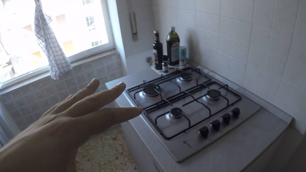 Rooms for rent in comfortable 80 m2, 2-bedroom apartment with balcony in charming Ostiense
