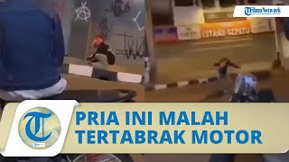 VIRAL Video Pria Tertabrak Motor setelah Menyalakan Petasan, Tampak Terguling di Aspal