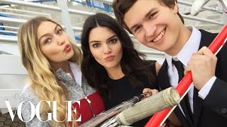 Самые красивые модели в мире, Watch What Happens When We Give Kendall Jenner and Gigi Hadid a Selfie Stick - Vogue