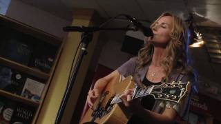 "Chely Wright Performs ""Broken"" from Lifted Off the Ground"