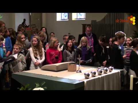 Kerstviering voor De Sprong in Oeffelt en leerlingen van basisschool de Regenboog uit Cuijk