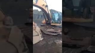 Mecânico é Bom Colocou A Esteira Da Escavadeira Sozinho 💪👏🚜🔧👷