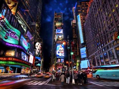 ► NEW YORK, NEW YORK - Frank Sinatra