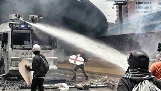 El reclamo democrático enfrenta la represión de Maduro