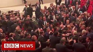 W tureckim parlamencie wybuchają awantury nad Syrią – BBC News – wiadomosci w j.angielskim