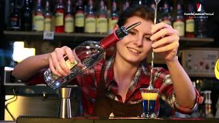 Девушка бармен. Битва любителей коктейлей в Лиге барменов. Девушки VS мужчины.