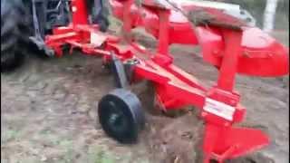 preview picture of video 'Pług obrotowy ATLAS - Euro-masz producent maszyn rolniczych'