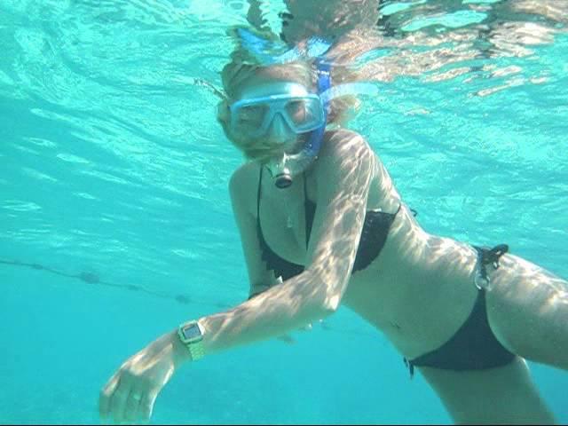 Girls Snorkling Eilat