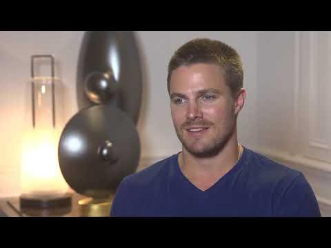 Stephen AMELL - ARROW - Interview - FTV13
