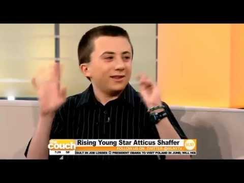 Entrevista a Brick (Atticus Shaffer) en la CBS
