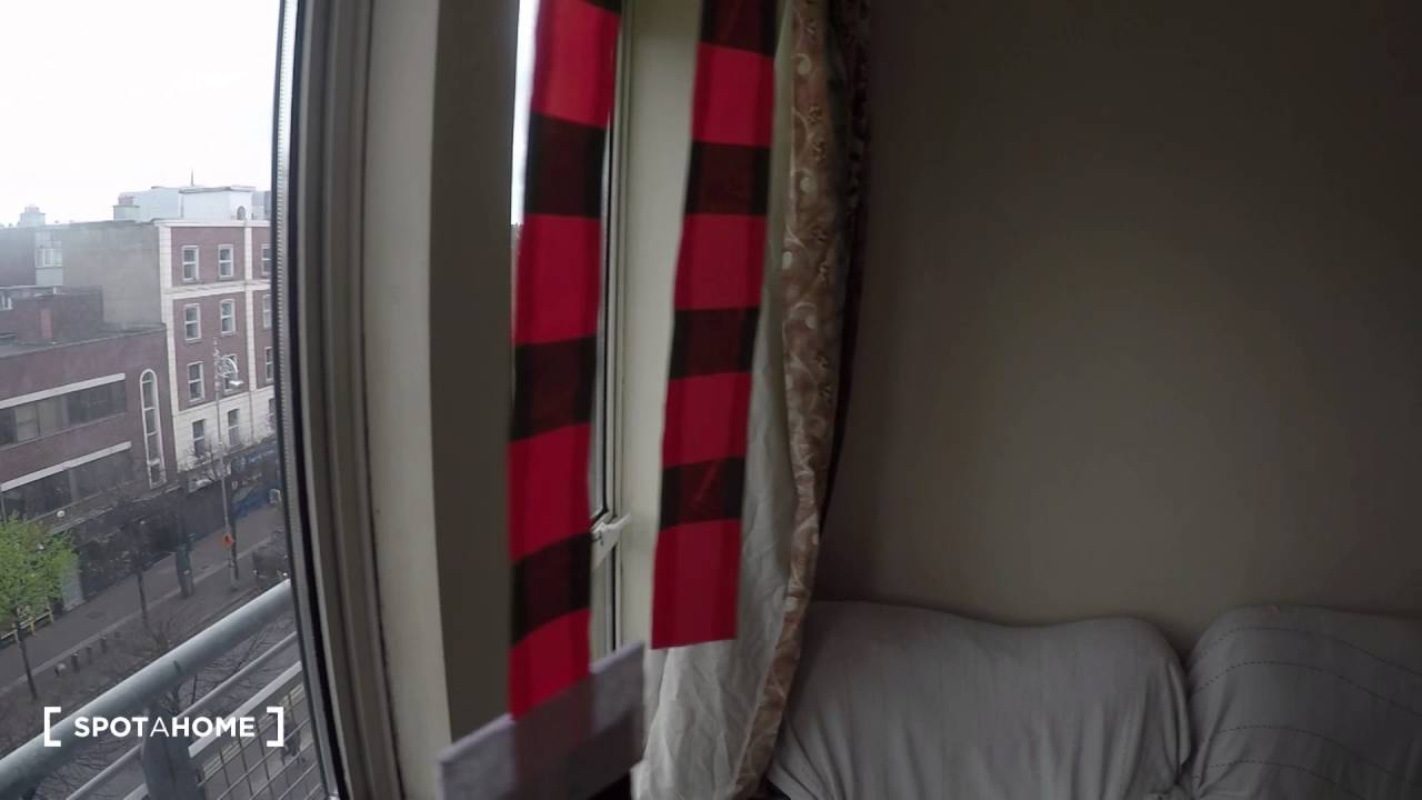 2 rooms to rent in flat with dryer in Broadstone area