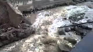 preview picture of video 'Puente destruido por el alud en El Rodeo'