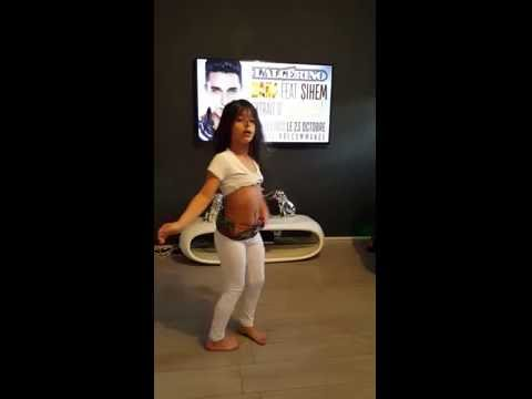 Niña De 8 año bailando Moro
