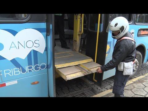 Friburgo: ônibus com defeito no elevador para cadeirantes é apreendido pela SMOMU