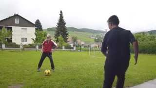 preview picture of video 'Der F.C. Moas Legends spielt Fußball Teil 1'