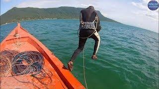Liều Mạng Theo Thợ Lặn Học Nghề Giữa Biển KhơiDiving To Catch Seafood By Hand