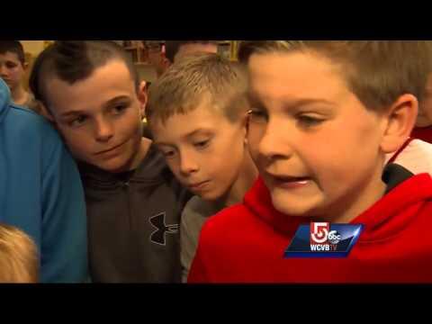 Pikkupoikaa oli kiusattu pukeutumisensa vuoksi – yli 40 oppilasta pukeutui samalla tavalla häntä tukeakseen