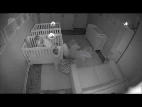 Ночной сабантуй двухлетних близнецов