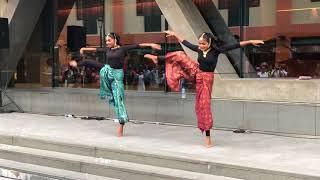 Viral Video - Iswarya & Shruthi Dance in Singapore