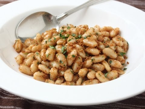 Sandy Beans Recipe – White Beans with Crispy Parmesan Breadcrumbs