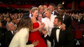 Эллен Дедженерес, Ellen DeGeneres takes a selfie at the Oscars (2014)