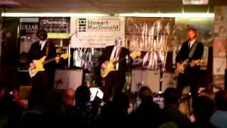 Los Straitjackets Live At Deke Dickerson's Guitar Geekfest 1.26.13