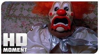 На Рэя напал клоун - Очень страшное кино 2 (2001) - Момент из фильма