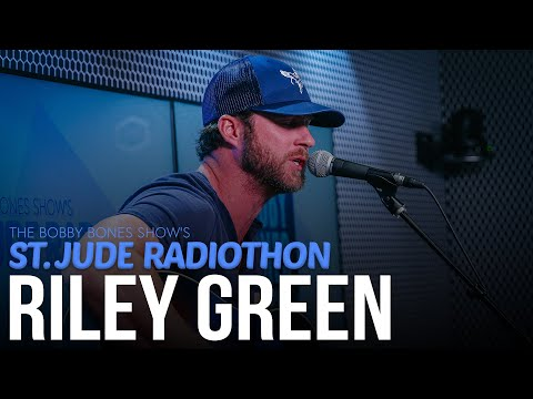 "Riley Green Gives Cover Of Jamey Johnson's ""In Color"" + Plays ""I Wish Grandpas Never Died"""