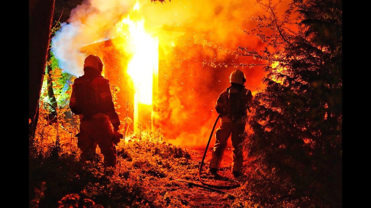 2021-04-25 Uitslaande brand in chalet Camping De Eekhoorn in Oosterhout