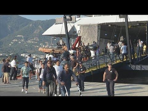 Επιχείρηση μετακίνησης 1500 προσφύγων και μεταναστών από τη Μυτιλήνη