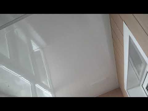 Фото Остеклена лоджия с дальнейшей обшивкой и утеплением внутри,а также все касающиеся элетрические приборы выведены.Потолок-пластик,стены-МДФ,пол-ОСБ плиты.
