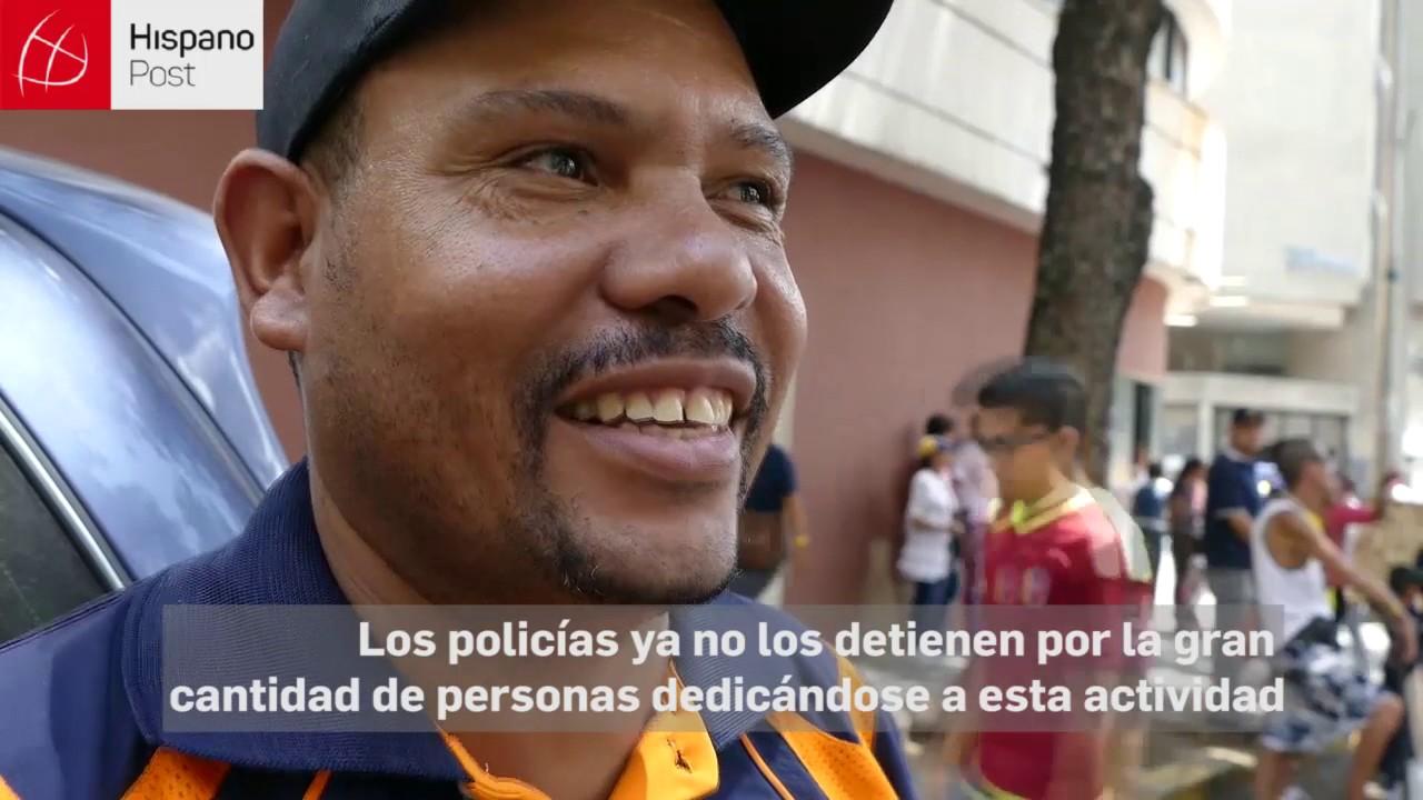 Vendedores informales aprovechan las marchas venezolanas para obtener dinero