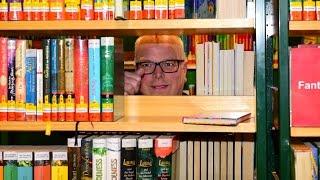 Propst Dr. Reinhard Richter in der Stadtbibliothek Brilon
