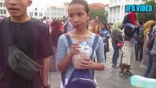 Heboh! Nenek Goyang Atraktif Di Kota Tua, Jakarta Utara