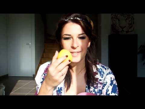 Le masque pour la personne avec la glycérine et le jaune doeuf