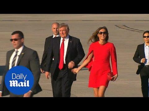 Trump awkwardly avoids holding Melania's hand in Florida - Daily Mail