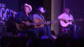 """Alan Jackson performs """"Home"""" at Acme Unplugged in Nashville"""