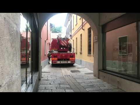 Crolla il tetto di un caseggiato in centro a Legnano