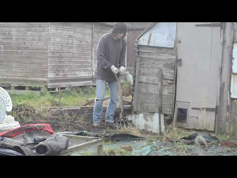 , title : 'ep 2 - Preparing First No Dig Bed - Planting Garlic and Onion
